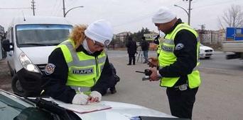 trafik polisi ceza yazıyor